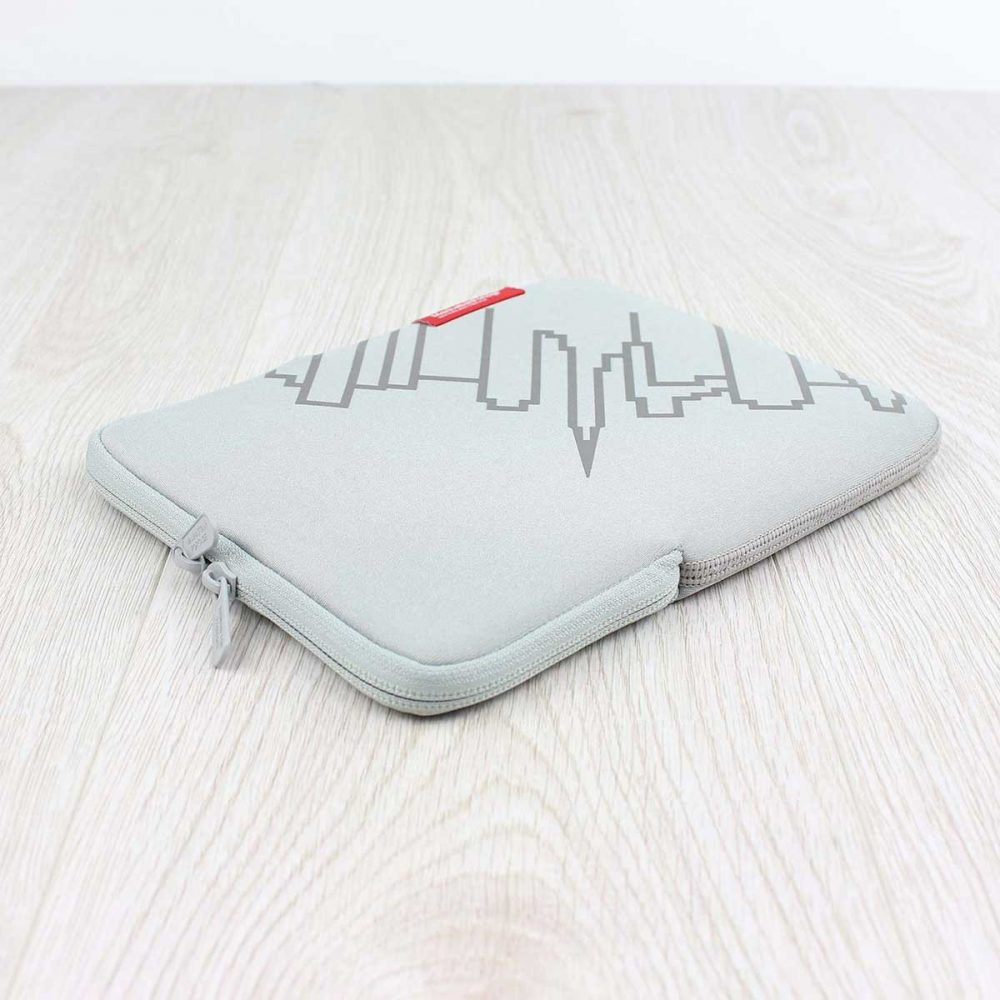 Manhattan-Portage-Skyline-Neoprene-Sleeve-iPad-Air-Grey-02