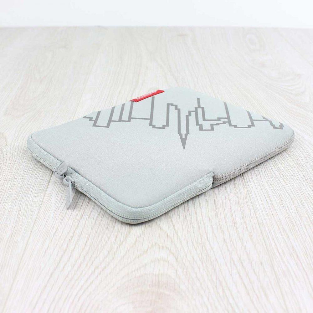 Manhattan-Portage-Skyline-Neoprene-Sleeve-iPad-Air-Grey-02