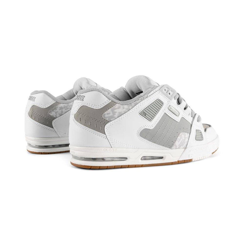 Globe Sabre Shoes – White / Grey / Gum