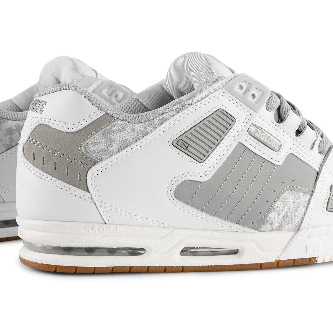 Globe Sabre Shoes – White / Grey / Gum