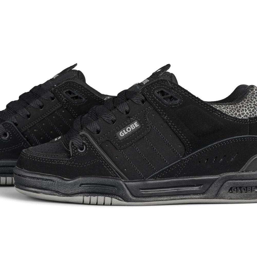 Globe Fusion Shoes – Black / Black / 3M Pebble